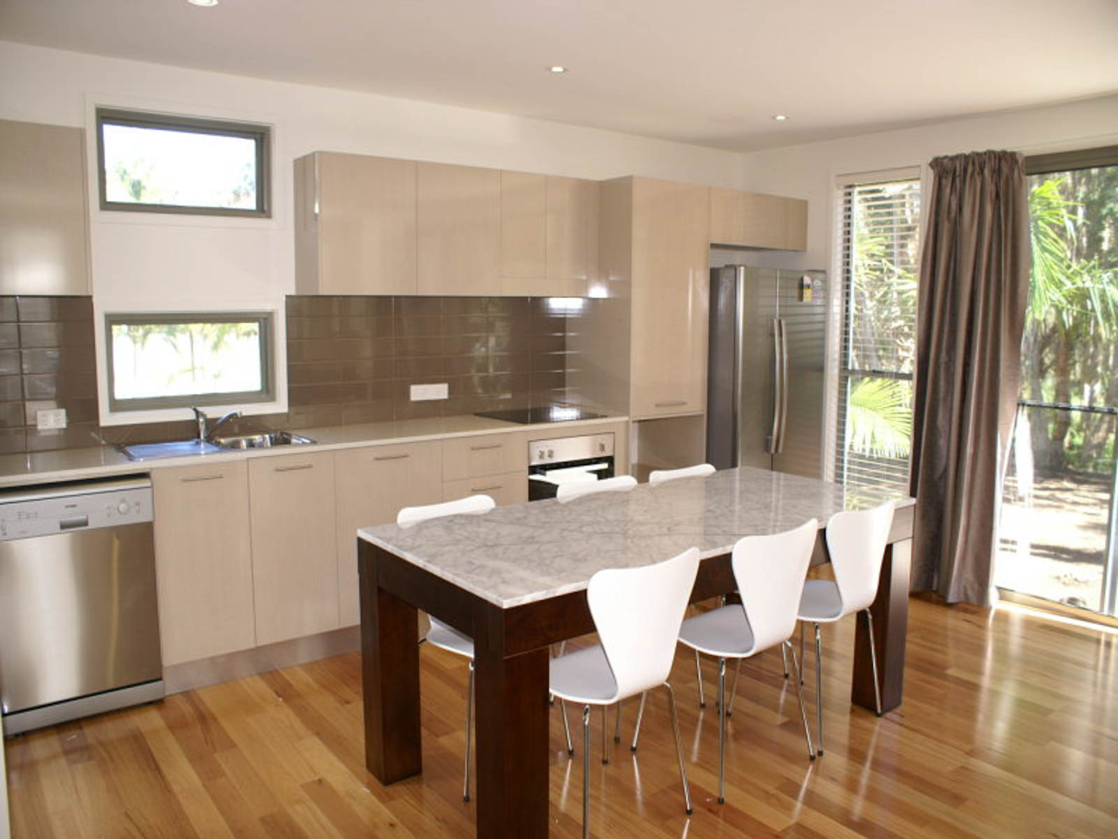 Student_Houses_BBELS_Deluxe kitchen_dining