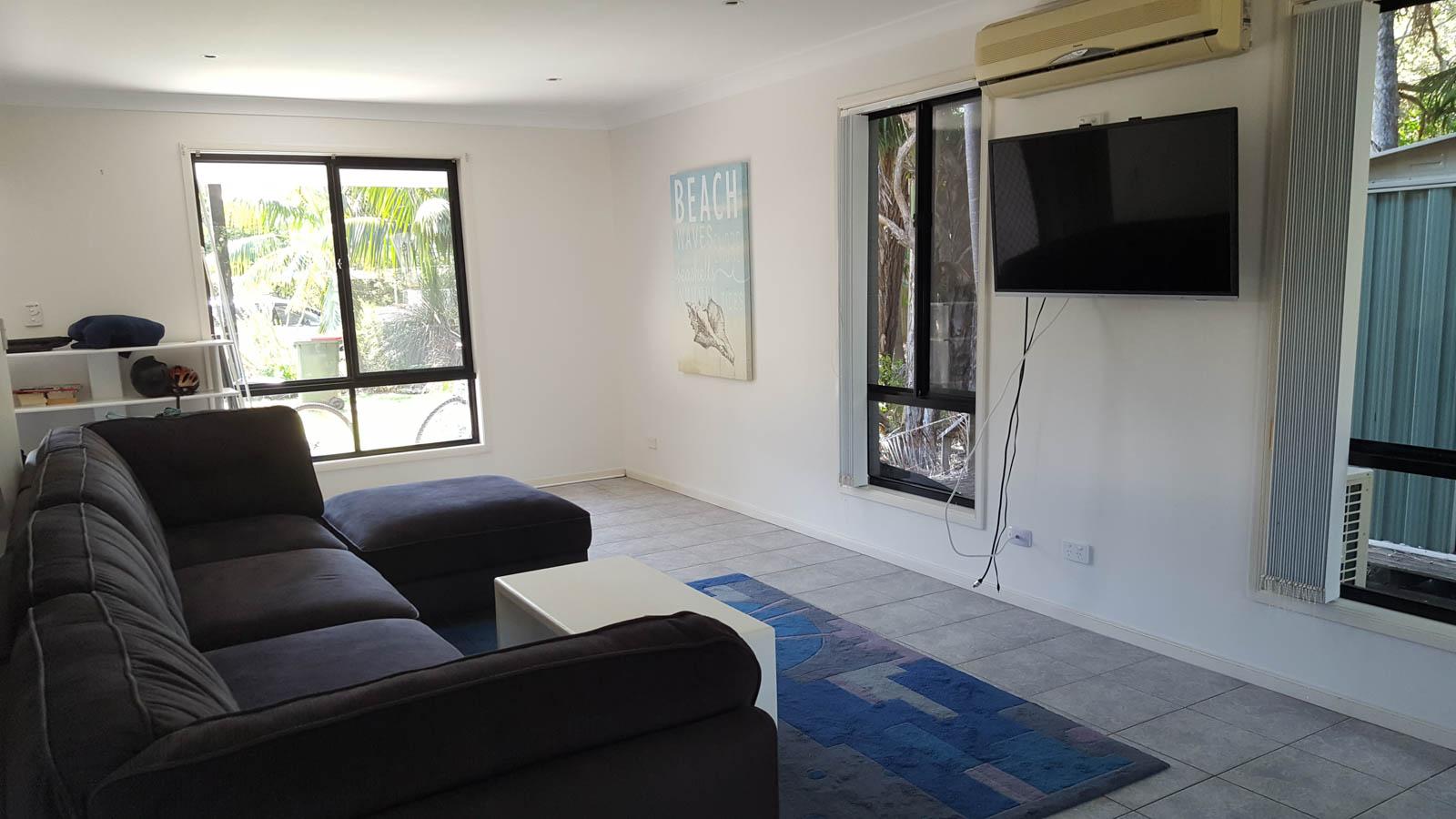 Student_Houses_BBELS_Oakland Lounge Media Room
